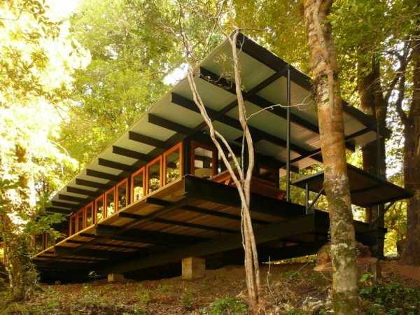 Recycled_Materials_House_1-600x450