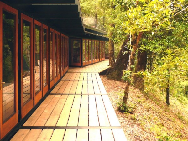 Recycled_Materials_House_10-600x450