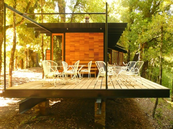Recycled_Materials_House_11-600x450