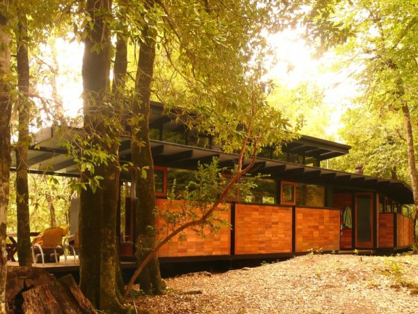Recycled_Materials_House_2-600x450